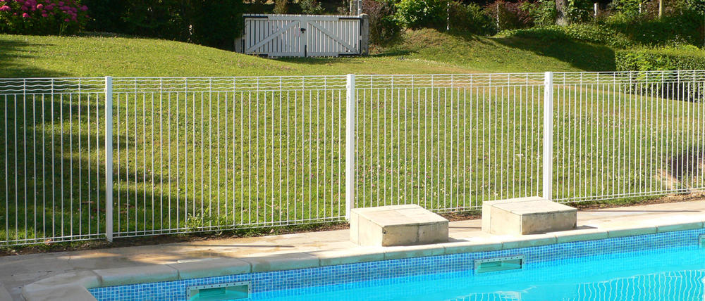 cloture norme piscine aquaclo